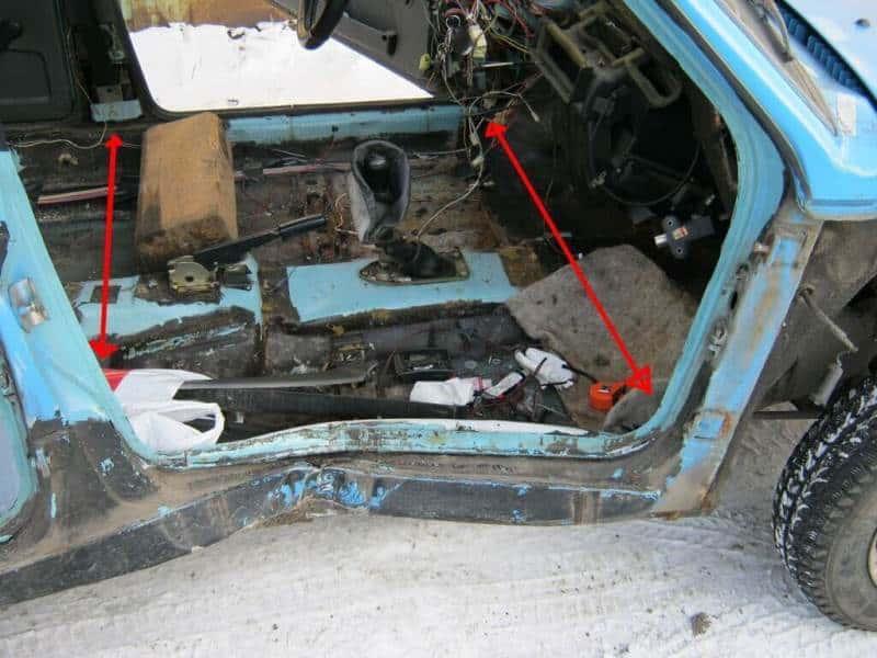Места для установки оборудования для вытягивания кузова автомобиля после ДТП