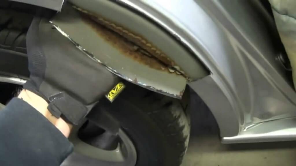 Основные причины появления ржавчины на автомобильном крыле