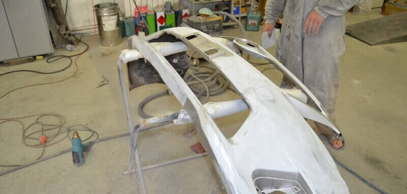 Подготовка рабочего места для ремонта бампера