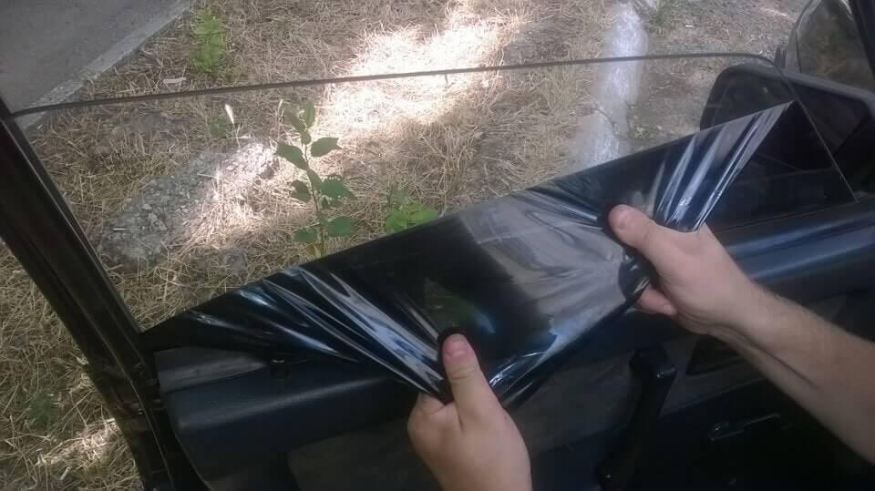Как правильно снять тонировку со стекла автомобиля