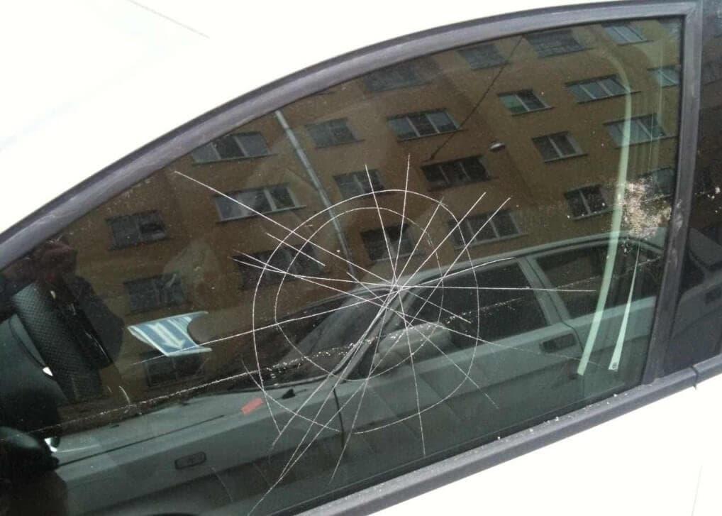Удаление царапин на стекле автомобиля
