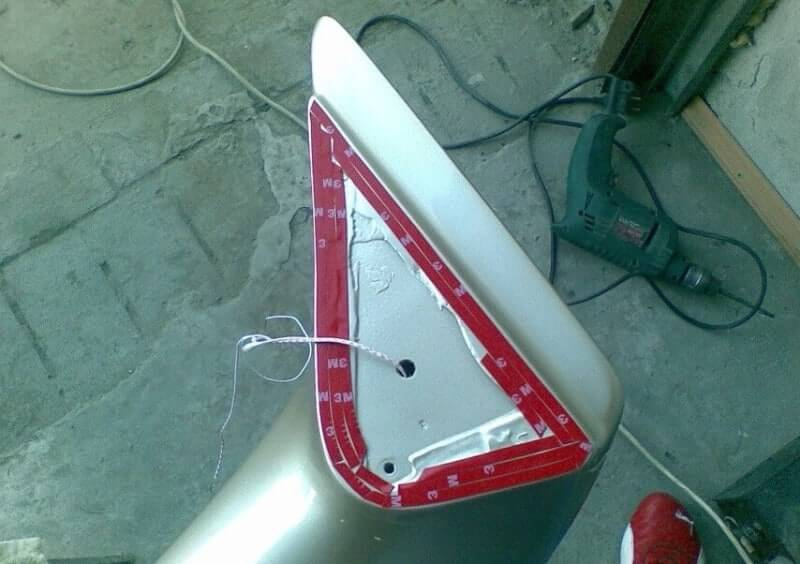 Подготовка основания установки спойлера с помощью скотча 3м