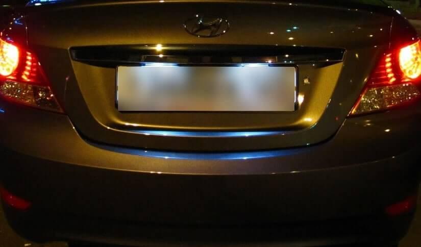 Замена лампы подсветки номерного знака Hyundai Solaris