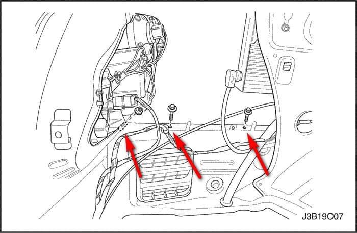 Шаг №2 - Снимаем облицовку багажника. Откручиваем болты крепления