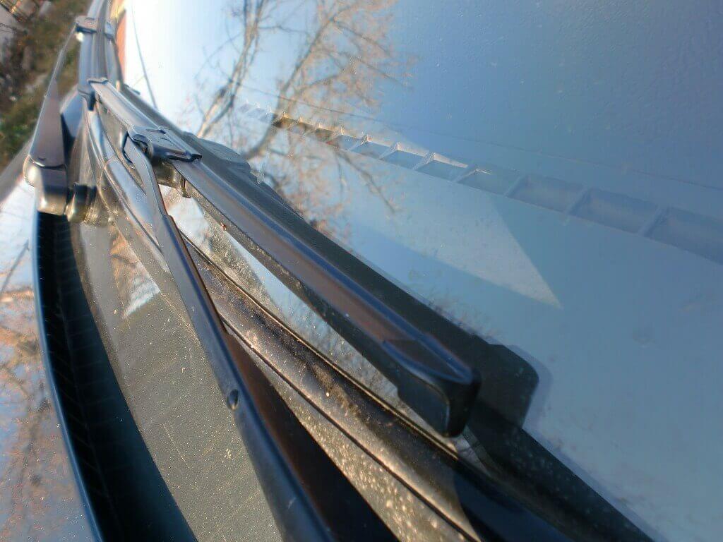 Установка новых стеклоочистителей на автомобиль