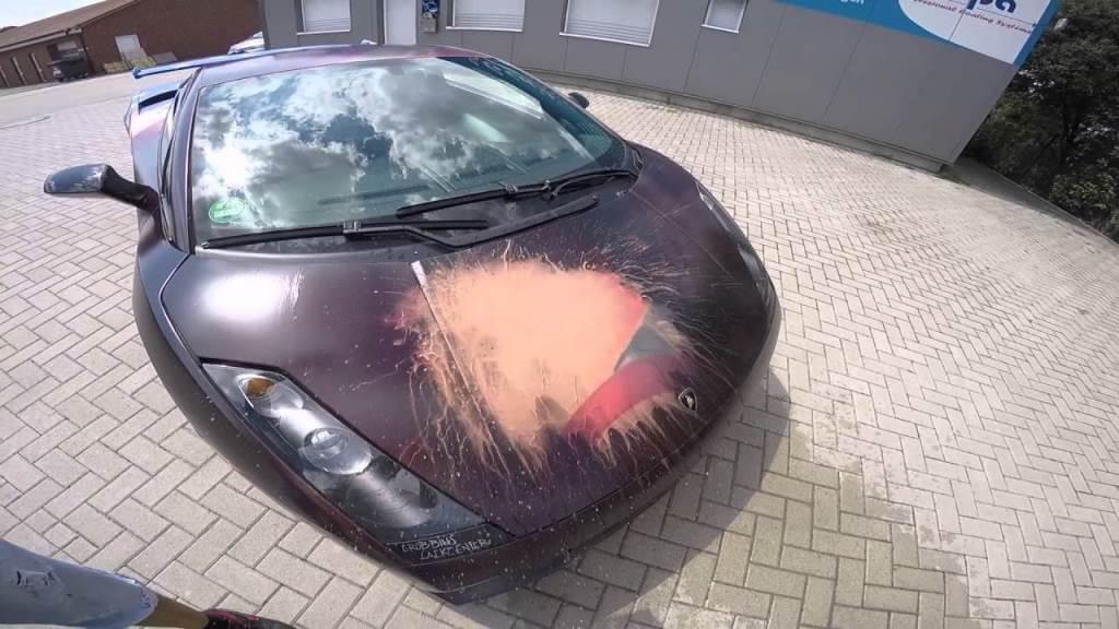 Эмаль для автомобиля, изменяющая цвет