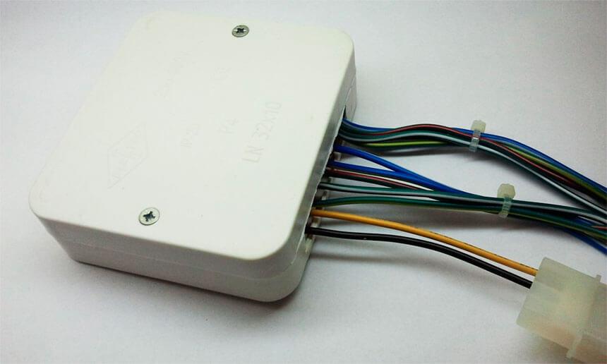 Блок управления в диэлектрической коробочке