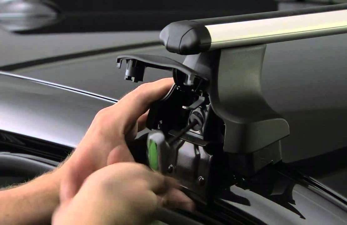 Крепление багажника на автомобиль с гладкой крышей