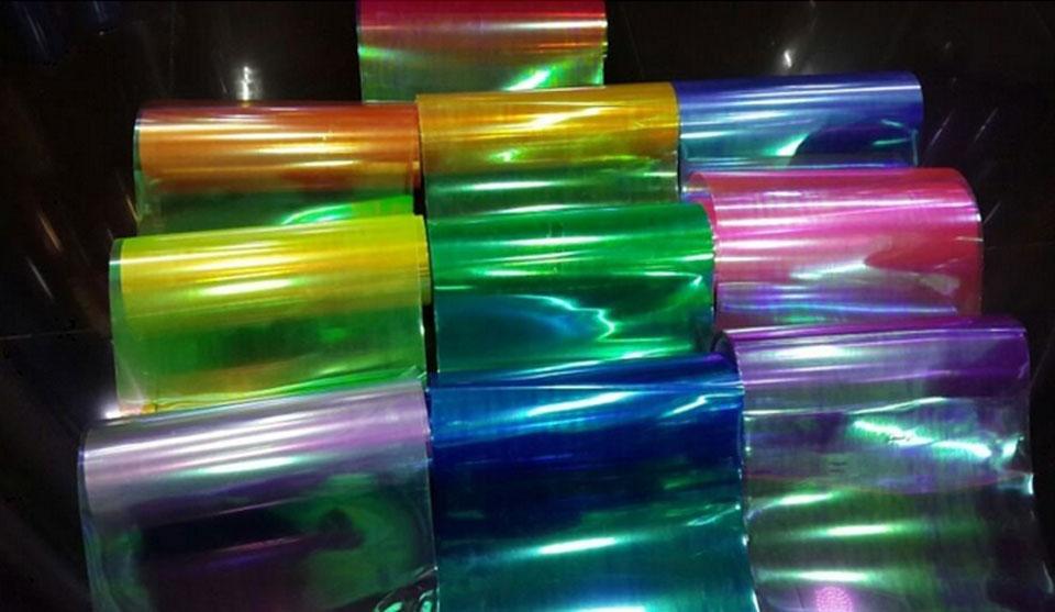Допустимо выбирать разные цвета тонировки стекол автомобиля.