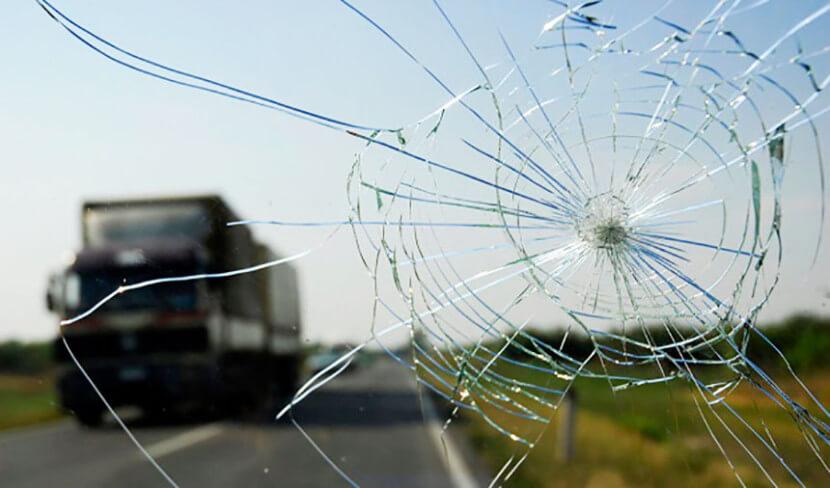 Как остановить трещины на лобовом стекле