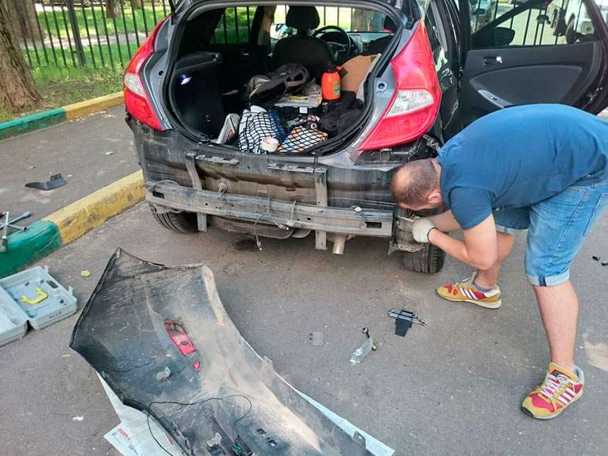 Демонтаж заднего бампера Hyundai Solaris (Хендай Солярис) хэтчбек