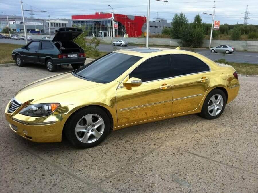 Оклейка авто золотой пленкой