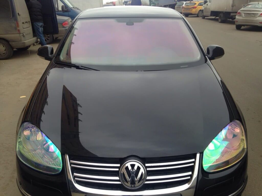 Пленка Хамелеон на фарах и лобовом стекле автомобиля