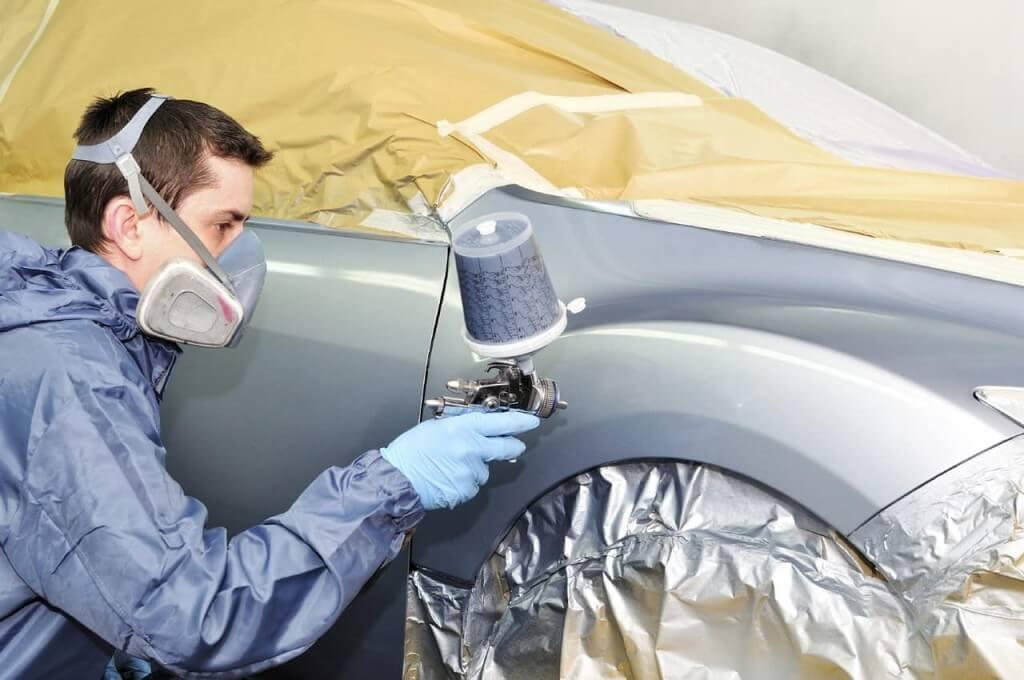 Покраска автомобиля с помощью краскопульта