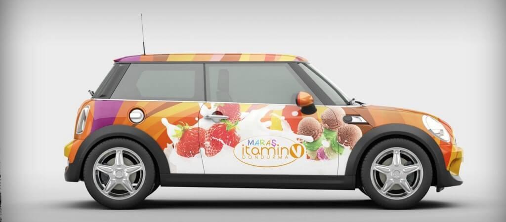 Автомобиль, оклеенный виниловой пленкой с рекламными промо-материалами