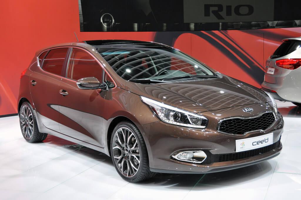 Представление авто Kia Ceed на выставке