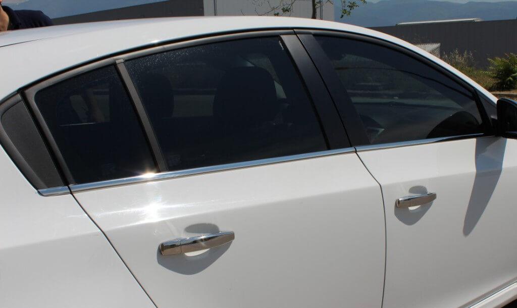 Молдинги на стекла авто