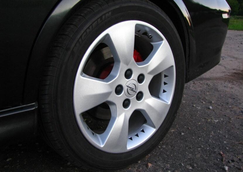 Заглушки на литые диски с логотипом авто