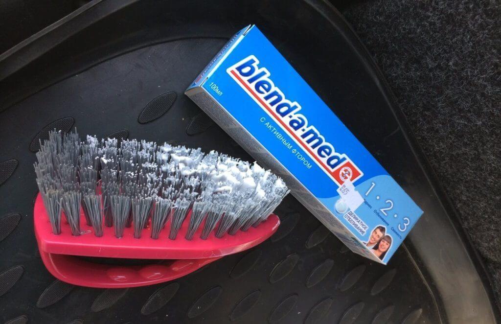 Как очистить фары автомобиля зубной пастой