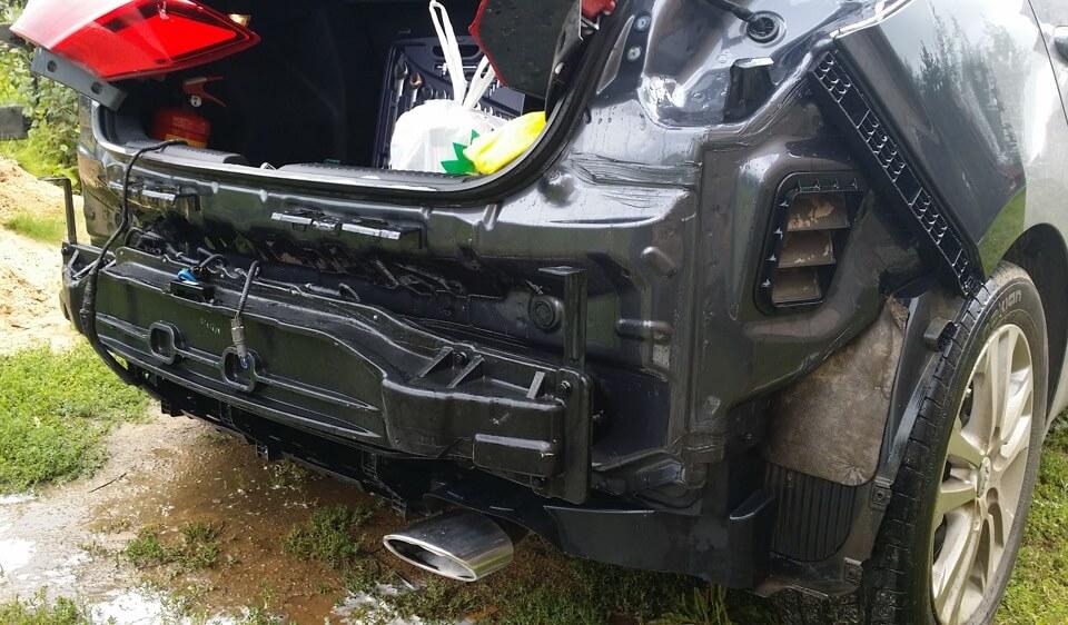 Процесс демонтажа бамперов в Kia Ceed