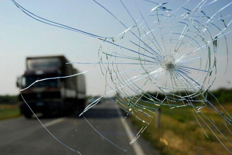 Сколы и трещины в автостекле