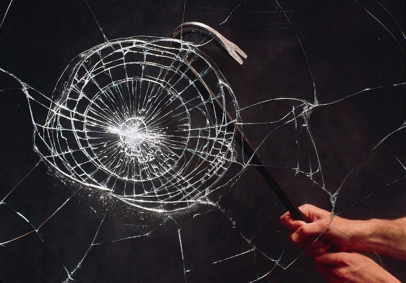 Бронепленка на стекло - виды пленки, оклейка стекол