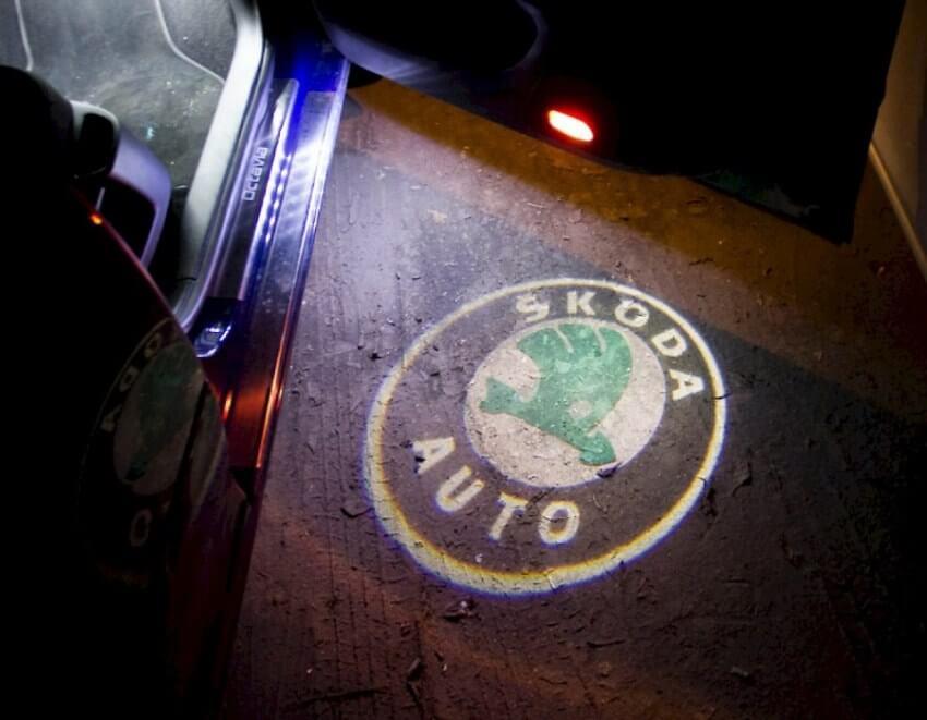 Светодиодная подсветка дверей с логотипом