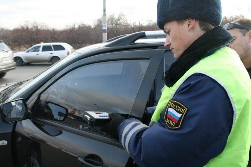 Проверка тонировки на автомомбиле