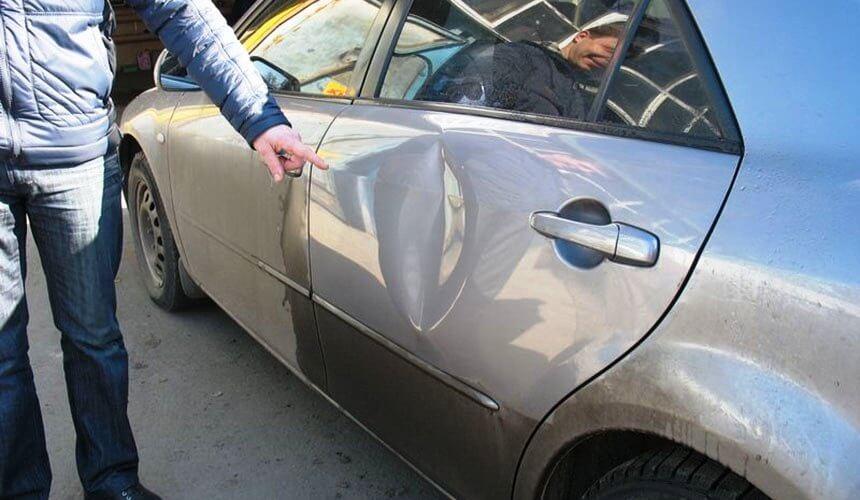 Как убрать вмятину на двери авто