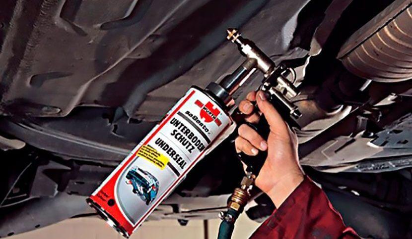 Обработка днища и арок автомобиля мастикой