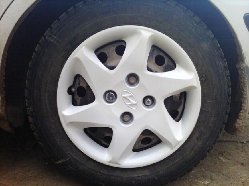 Виды колпаков на диски машины