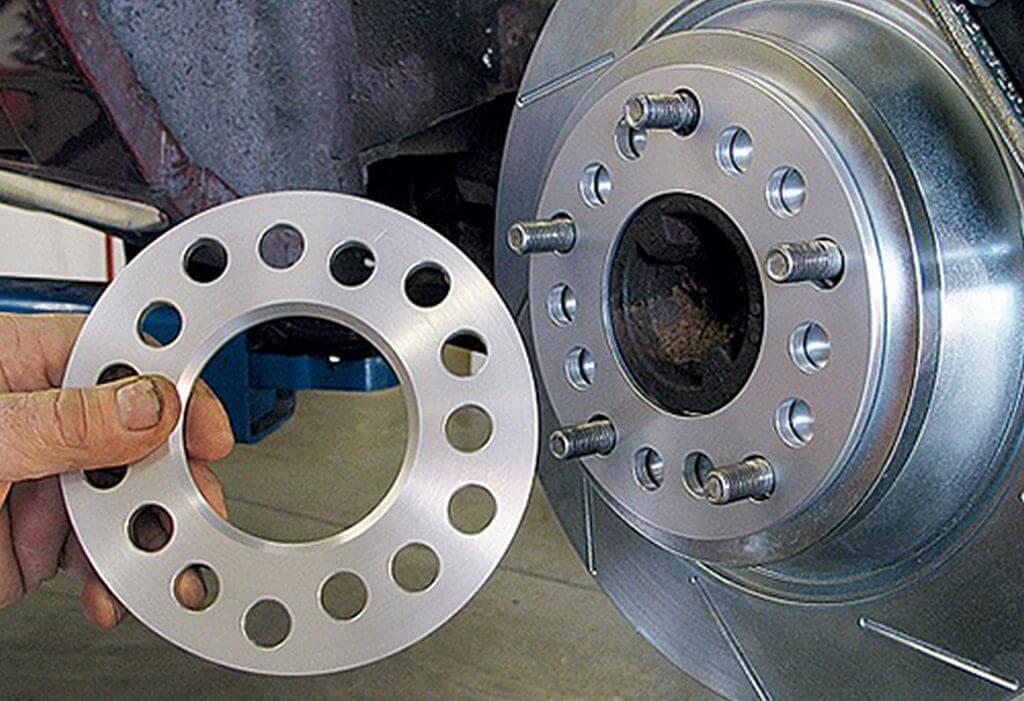 Проставки колесных дисков с сквозными отверстиями