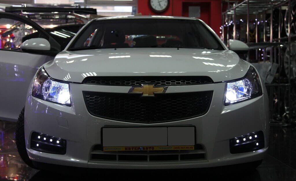 Вживление габаритных светодиодных огней в штатные заглушки противотуманных фар Chevrolet Cruze