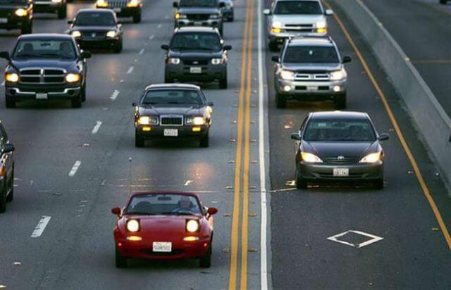 Сегодня ближний свет должен быть включен во время передвижения на всех автотранспортных средствах, независимо от времени суток