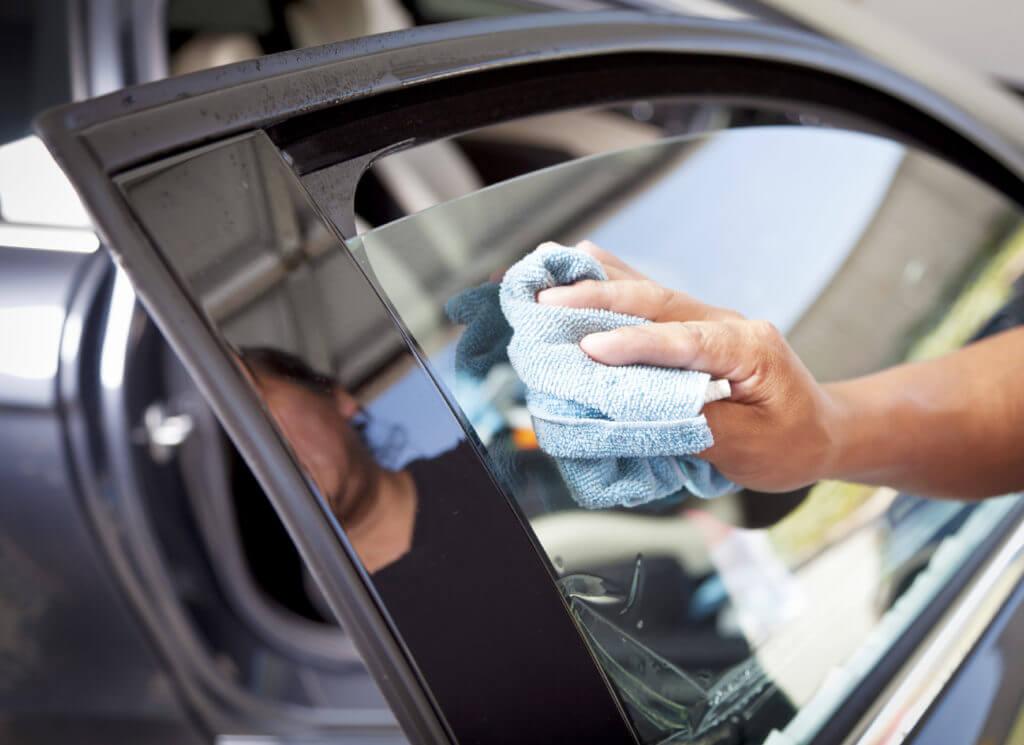 Поэтому у таких водителей и возникает необходимость в дополнительной тонировке стёкол