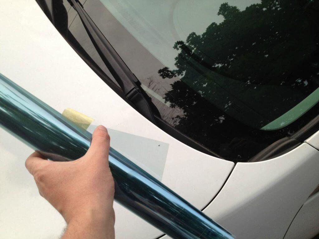 Фактически для тонировки лобового и боковых стекол подходит только атермальная пленка