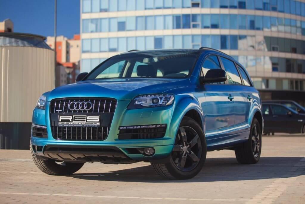 Автомобиль оклеенный перламутрвой плёнкой Hexis