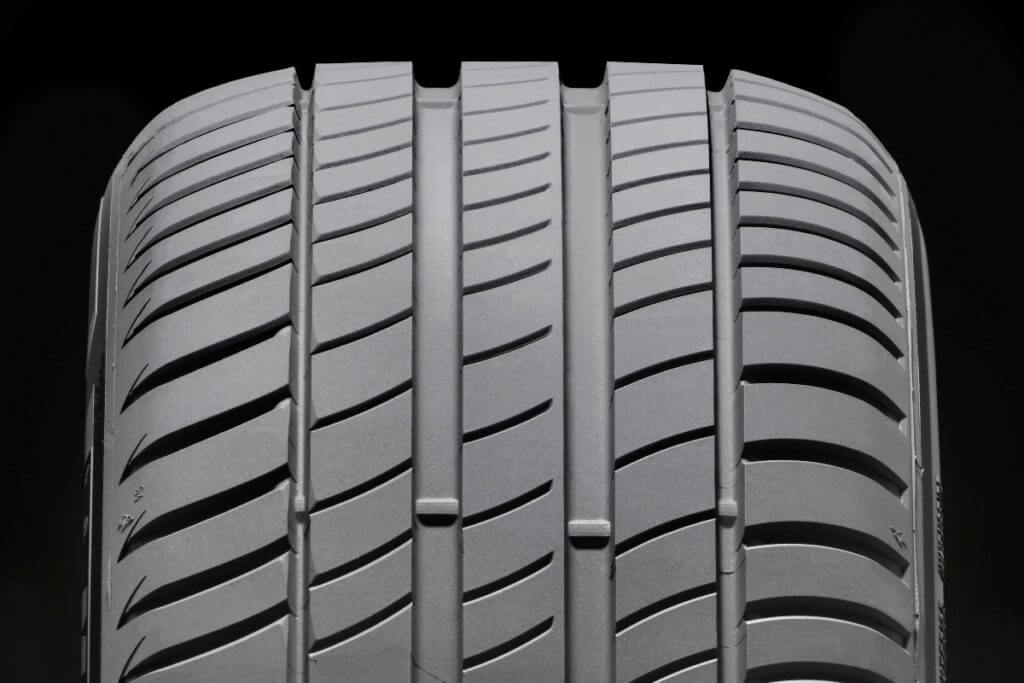 Такой тип шин имеют свою особенность в установке определённым способом