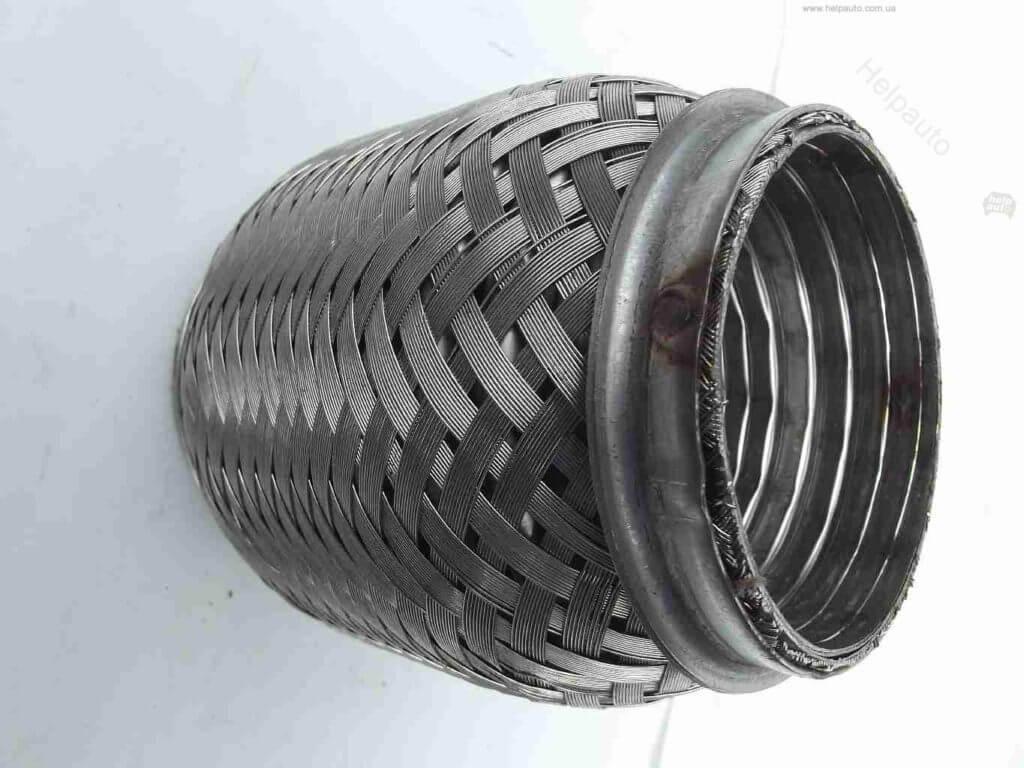 Этот вид гибких компенсаторов с патрубками изготавливаются с внутренней защитой в виде оплетки из нержавеющей стали