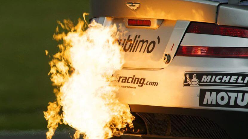 Пламя из выхлопной трубы автомобиля - тюнинг как работает  видео