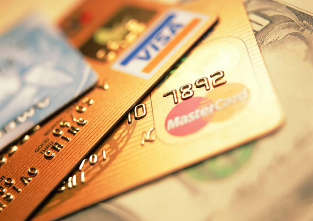 Используя кредитные карточки можно сэкономить
