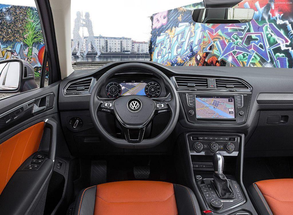 В топовых комплектациях салон может оснащаться кучей электронных примочек — камерами кругового обзора, проекционным дисплеем и другими гаджетами