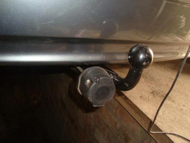 Для предотвращения попадания влаги провода изолируются