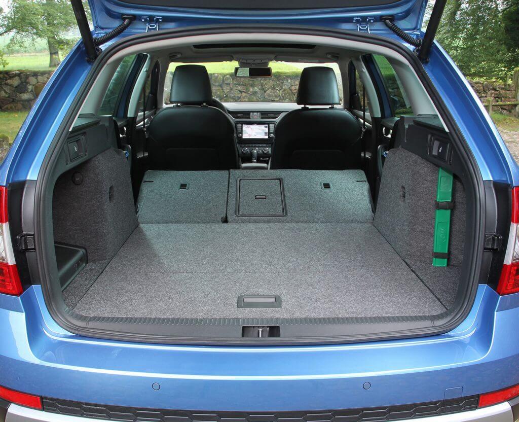Для лифтебка оно составит 590 литров при поднятых спинках задних сидений, для Skoda Octavia Scout – 610 литров