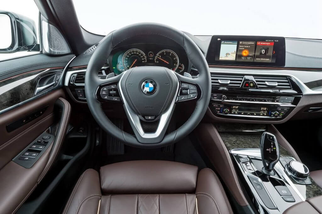 Dashboard BMW 530d xDrive Sedan Luxury Line Worldwide (G30) '2017