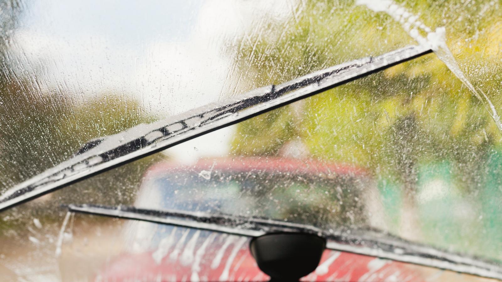Дворники и стекло авто