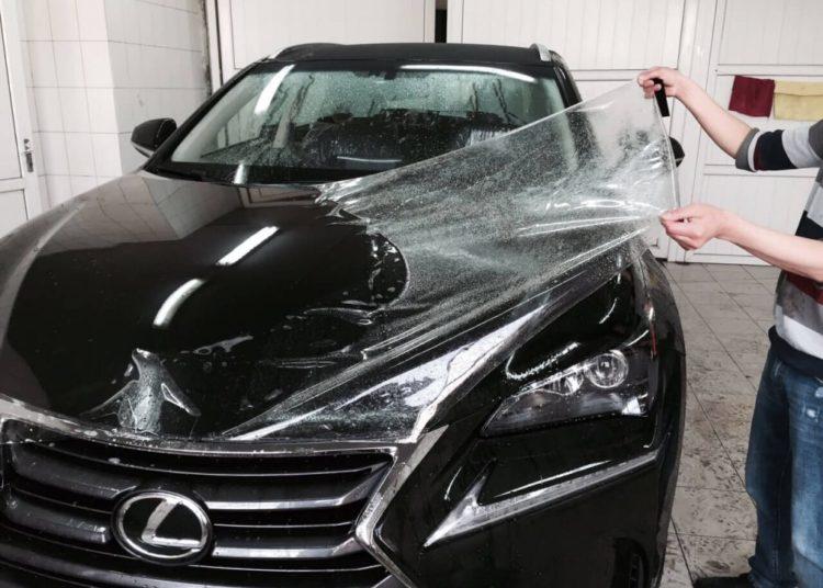 Покрывание пленкой автомобиля