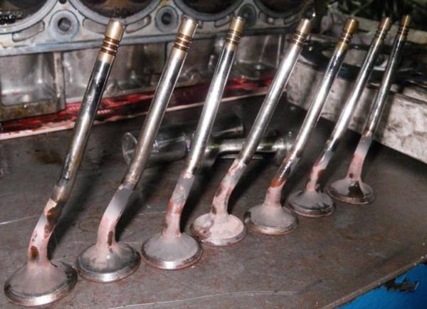 Клапаны двигателя автомобиля