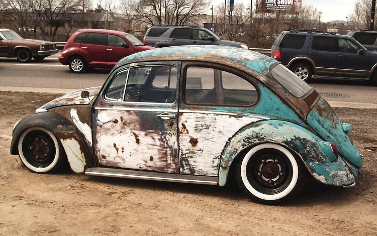 Ржавый старинный автомобиль