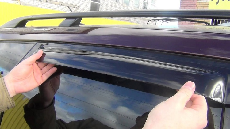 Дефлектор на авто